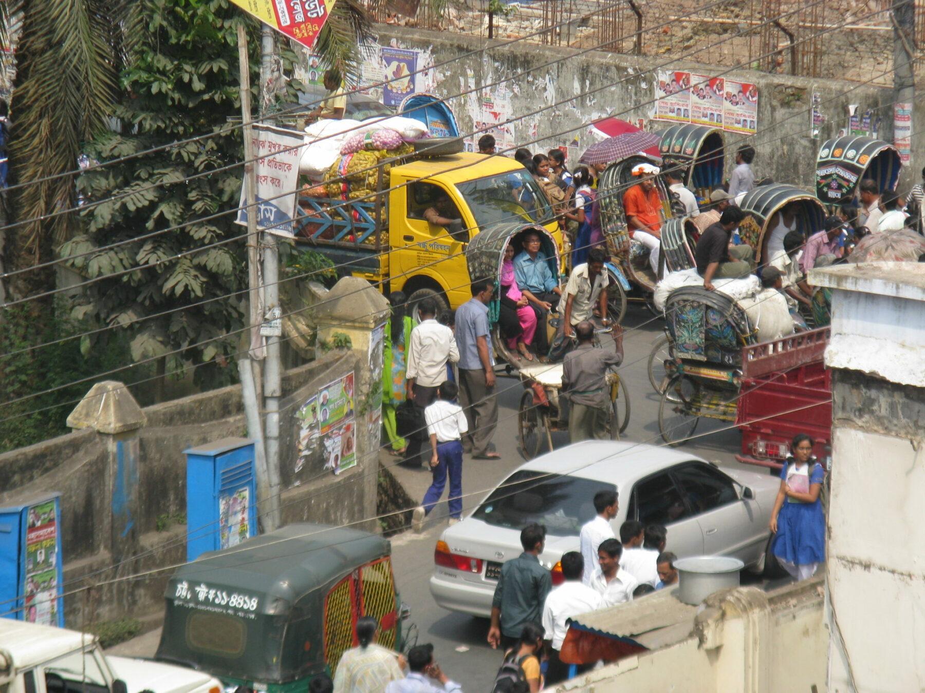 Gewimmel auf Chittagongs Straßen