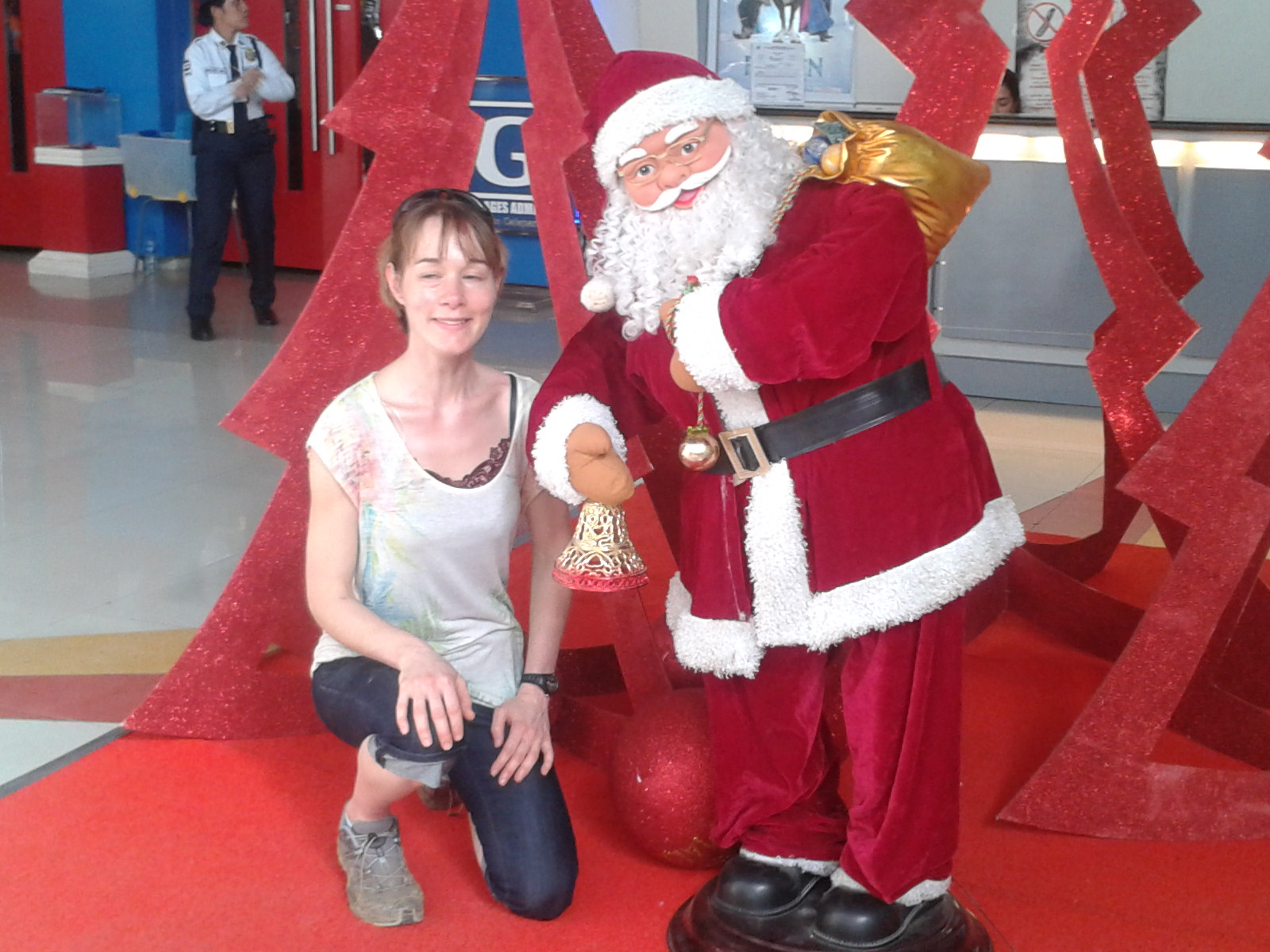 EA Dr. Sylvia Zayer mit Weihnachtsmann