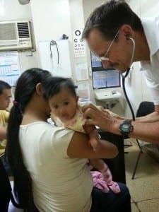 Einsatzarzt bei der Behandlung