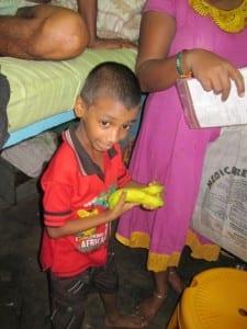 Kind mit Bananen