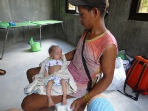 Säugling im Arm