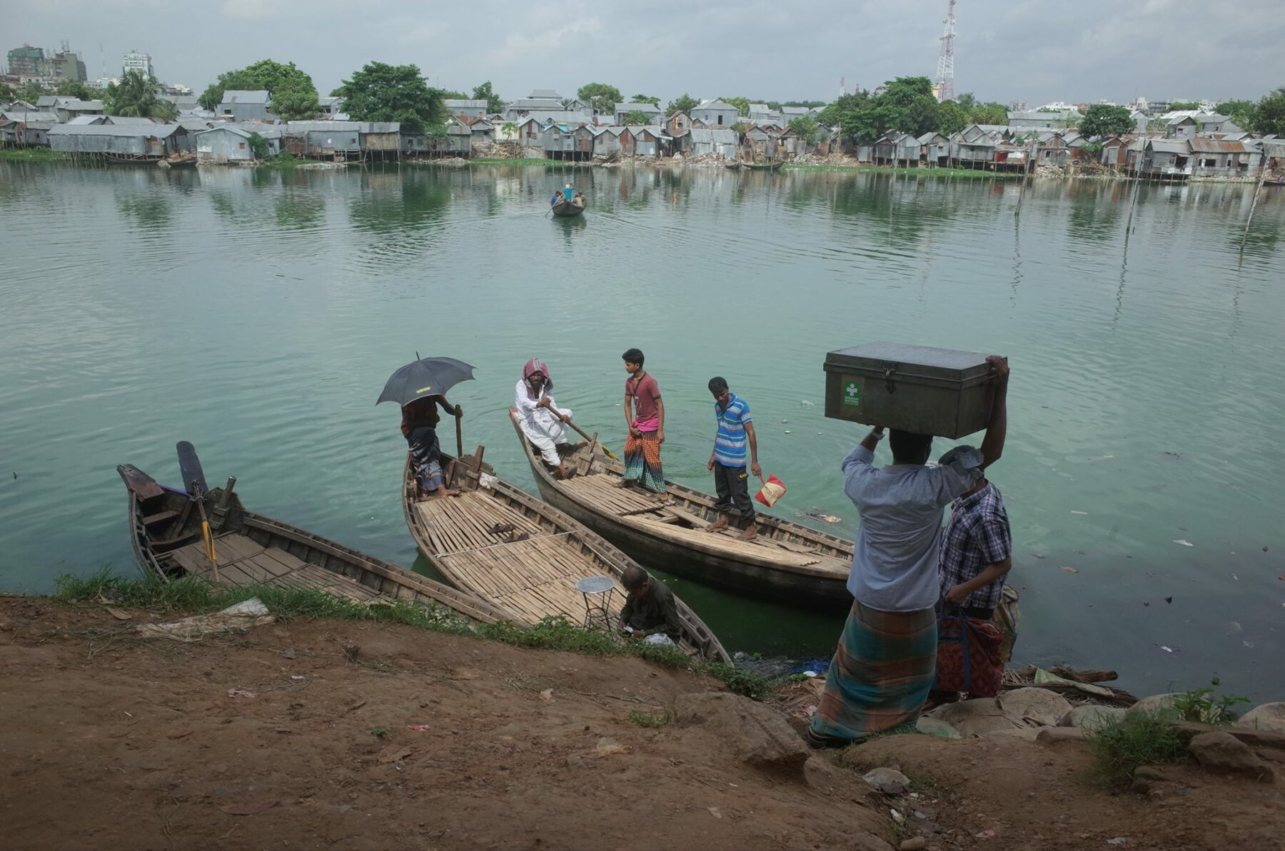 Mit dem Boot in Dhaka