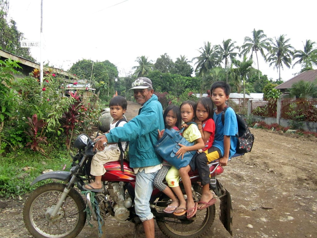 Menschen auf Motorrad