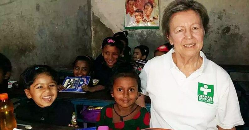 Einsatzärztin Dr. Ritzern mit Kindern
