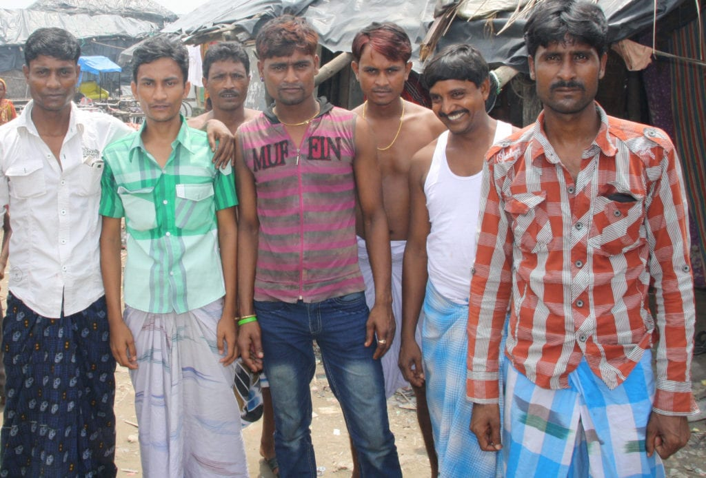 Keine Frauen in Sicht beim Holi-Fest